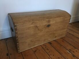 Lovely Antique Large Stripped Pine Victorian Barrel Top Blanket Box Travel Chest