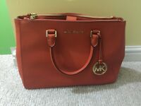 Micheal kors hand bag for sale