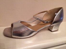 Supadance Classic girl's sandal in Silver Coag – Size 2.5