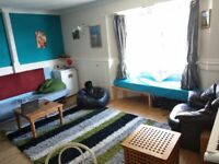 Short term (3 to 5 months) : Large furnished very central 1-bed flat large lounge