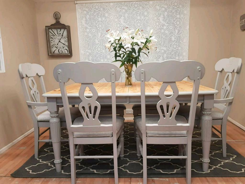 Stunning Solid Pine Extending Dining Table And Chairs