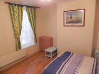 Available Bright spacious double room withown shower, big wardrobe, wooden floor
