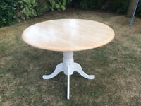 Dining Table in excellent condition