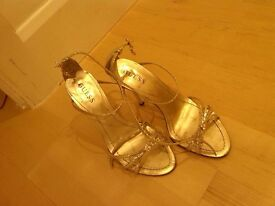 Guess heels size 5