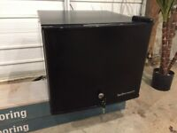 17 litre black bar fridge, 1 year old, lockable