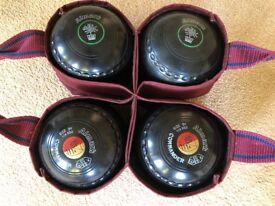 Almark Commander bowls in black .