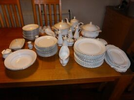 72 Piece Chodziez Dinner Set