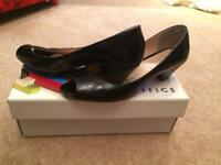 Size 5 black office shoes