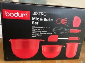 Bodum Bistro Mix & Bake Set - 3 mixing bowls, spatula, whisk, measuring spoons and cupcake moulds