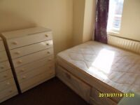 Small double room in flat shar, 5m to westfields. All bills.