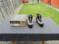 Asolo hiking boots in size 7