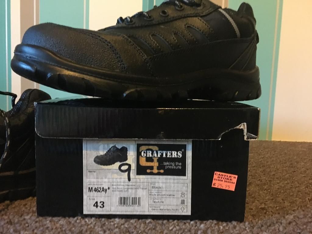 Safety footwear size 9