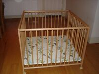 Play pen, Geuther, beech, excellent condition, 1 meter square x 80 cm high. Easy disassembly.