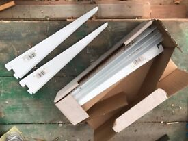 Spur Shelving Brackets, 27cm x 130 pieces in boxes of 10