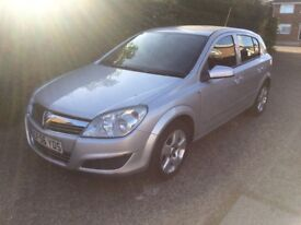 ASTRA 1.6 EX DEMO AND ONE OWNER FROM NEW