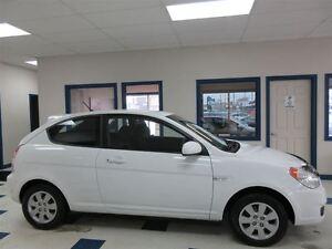 2011 Hyundai Accent BLANC 5 VITESSE PNEUS HIVER SEULEMENT 50700