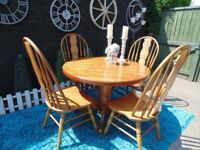 STUNNING SOLID PINE ROUND DINING TABLE WITH 4 SOLID PINE CHAIRS BEAUTIFUL HANDMADE DETAILS