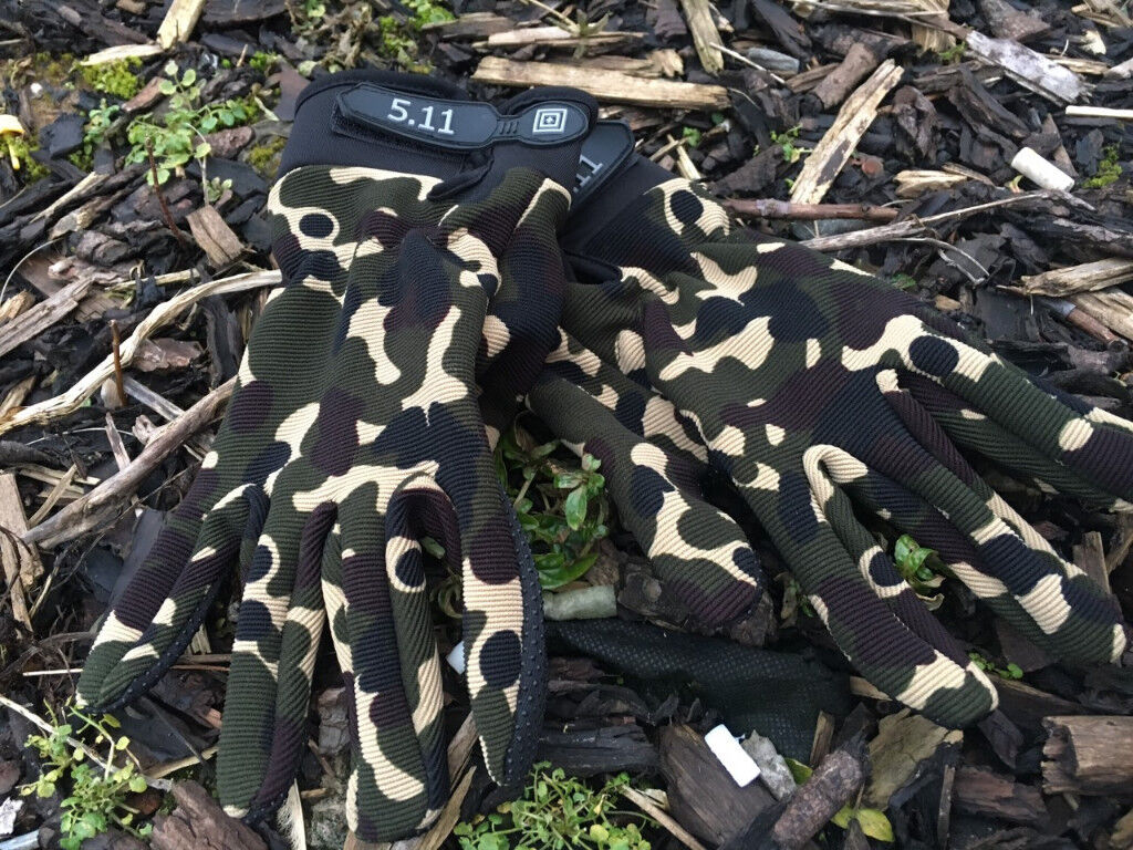 Camo Biking Hiking Fishing Hunting Outdoor Camouflage Gloves - Large (22cm x 10.5cm) - Brand New!