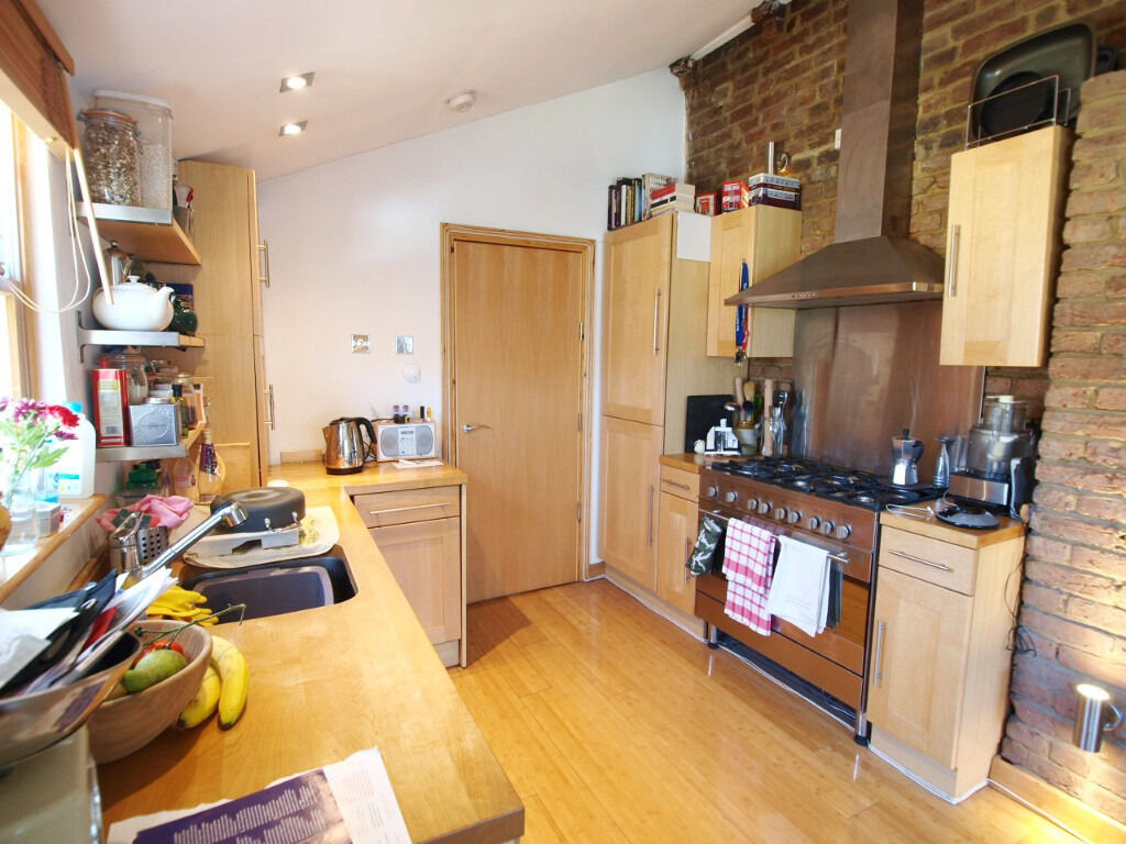 Lovely 2 Bedroom Flat in The Heart of Highbury Very Close to Finsbury Park Tube & Arsenal