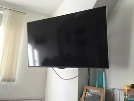 Panasonic tx40cx400b with remote control only 11 month old and used very little