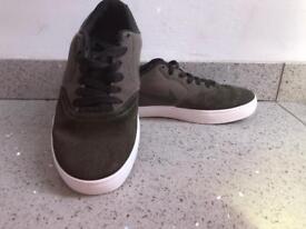 Boys Nike khaki trainers size 2/3