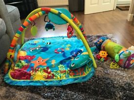 Play mat & tummy time roller