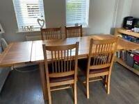 SHERRY Solid Oak 6 seater extendable dinning table.