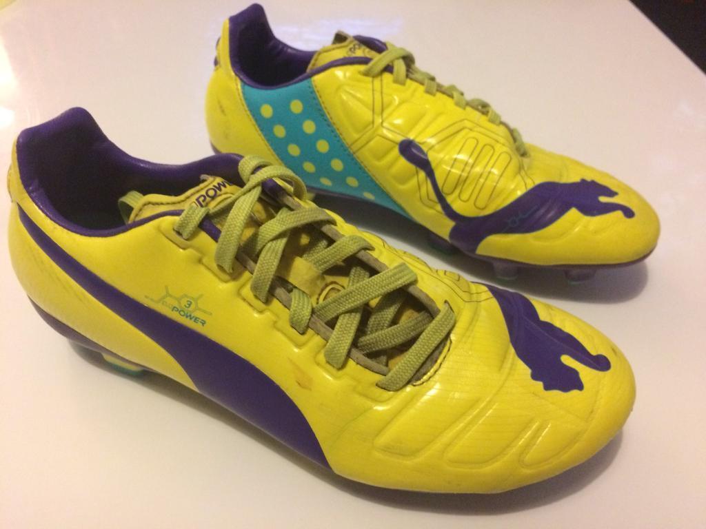 Boys Puma football boots size 4
