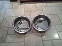 2 Round sinks and taps