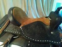 Treeless Western saddle