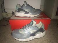 Women's grey Nike huaraches size 6