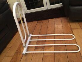 Heavy duty, easy leaver bed grab rail