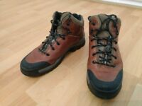 Timberland Men's leather walking boots, Size 9/43, (Excellent condition)