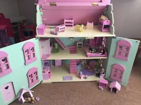 Dolls House with extras