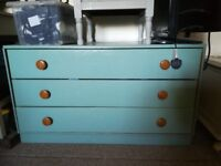 Chest of drawers, need a paint. Light weight