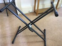 Sturdy double X-frame stand