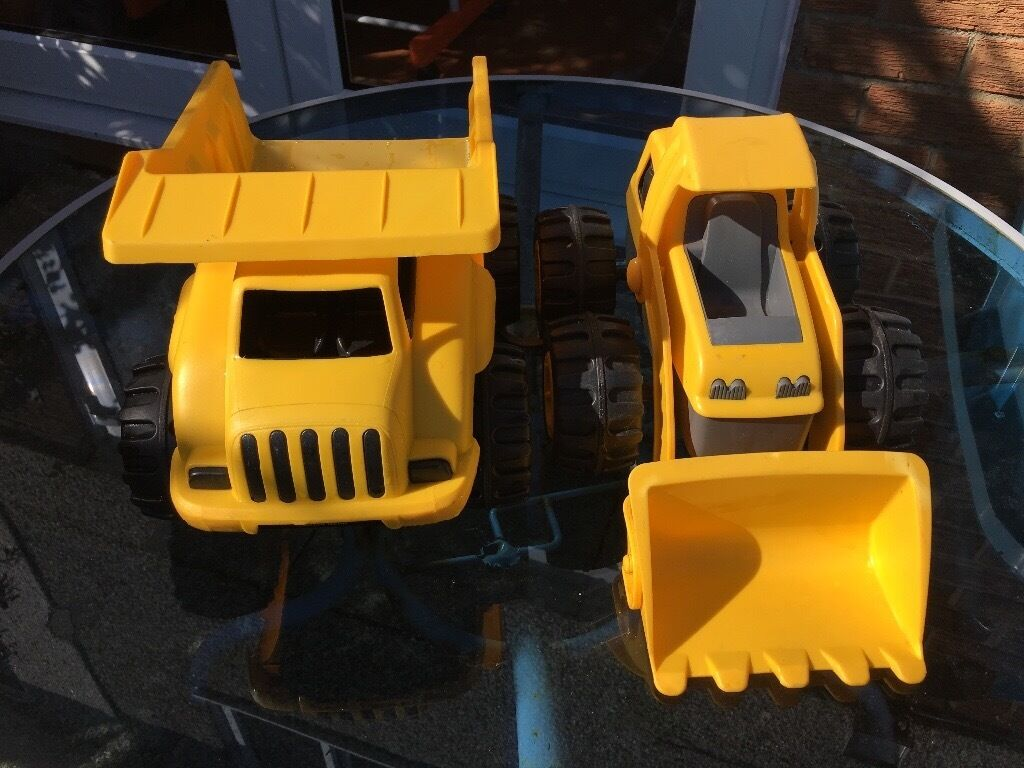 Caterpillar Dumper Truck and Loaderin Moodiesburn, GlasgowGumtree - Caterpillar Dumper Truck and Loader, perfect for playing in the garden or sand pit. These toys have been played with so have some light scratches and the stickers have rubbed off but are otherwise in very good condition