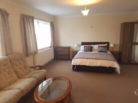 STUNNING EXECUTIVE ROOM TO RENT IN BEDFORD