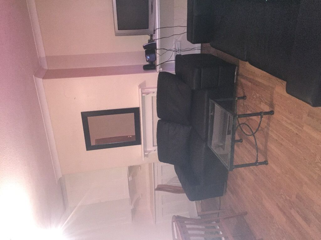 1 double bedroom to rent in shared house with female occupants at £65 upwards pmth bills inclusive.