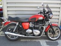 Triumph Bonneville SE - Striking Appearance!