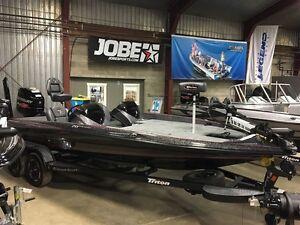 2017 Triton Boats 20 TRX PATRIOT JEWEL RED FLK