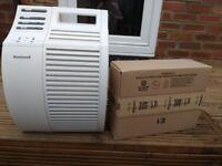 Honeywell HEPA air purifier + spare filter