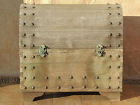 Unique large wooden trunk (Delivery)