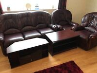 3 piece suite, coffee table, tv stand in very good condition
