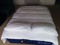 Duvet and 2 pillows