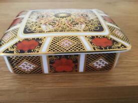 Royal crown derby china 1128 old Imari rectangular trinket lidded box in original gift box