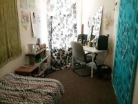 GREAT ROOMS AVAILABLE IN YOUNG PROFESSIONALS AND STUDENT HOUSE SHARE- CHESTERFIELD ROAD