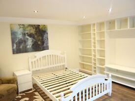 A studio Flat in Eccleston Road, West Ealing London W13
