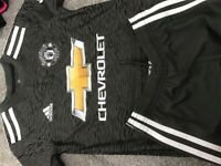 Manchester United football strip age 7-8