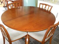 Renowned Strongbow Yew Dining Room Table & Matching Chairs